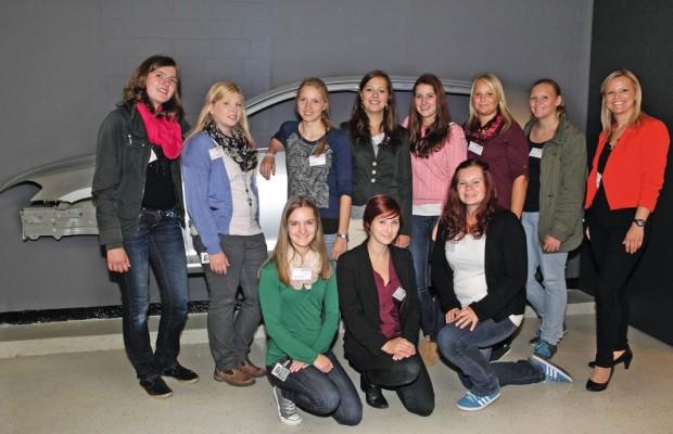 Junge Frauen steigen bei VW ins Niedersachsen-Technikum ein