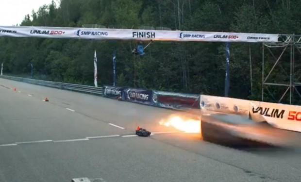 Lamborghini fährt 400 km/h - und geht in Flammen auf.