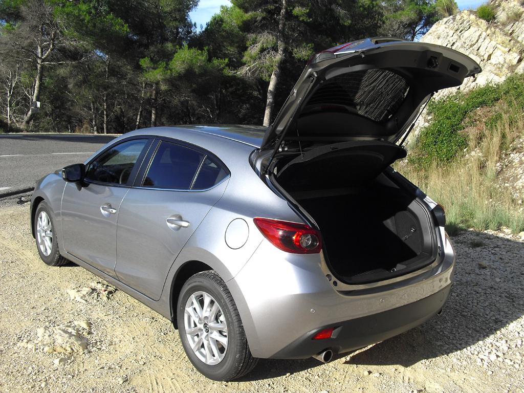 Mazda3: Ins Gepäckabteil beim Fließheck passen 364 bis 1263 Liter hinein.