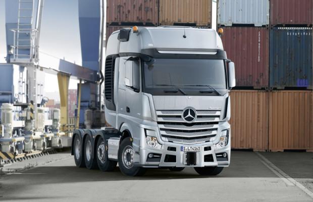 Mercedes-Benz SLT zieht bis zu 250 Tonnen