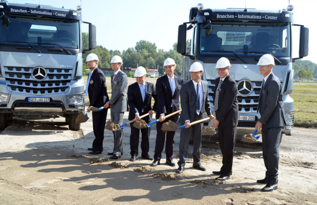 Mercedes-Benz erweitert Zentrallager