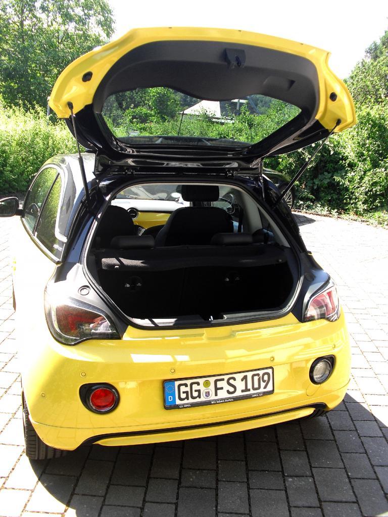 Opel Adam: Ins Gepäckabteil passen 170 bis 663 Liter hinein.