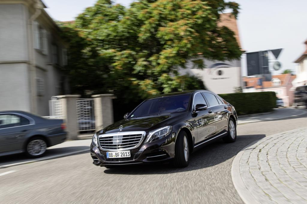 "Panorama: Mercedes S500 ""Intelligent Drive"" - Finger weg, jetzt lenke ich"