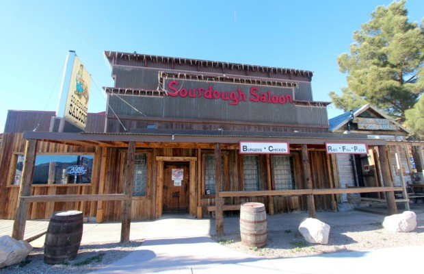 Panorama: Sourdough Saloon in Beatty - Am Tresen der Tester