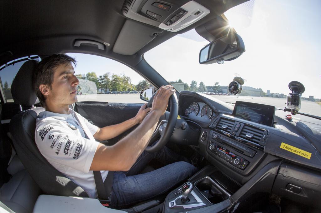 Rennfahrer Bruno Spengler am Steuer