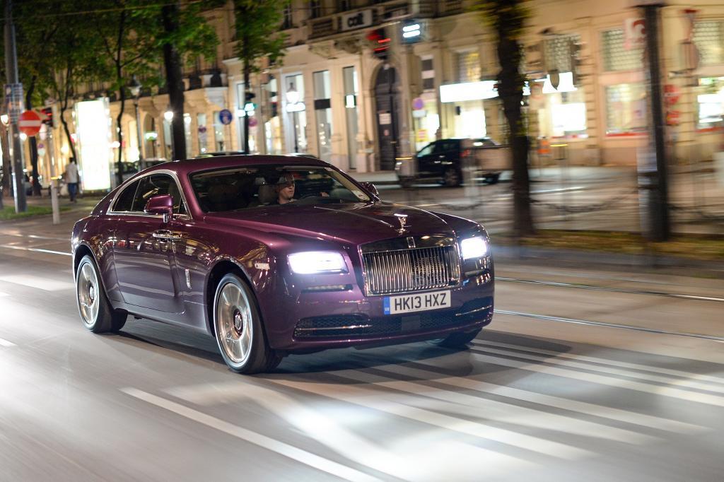 Rolls-Royce erweitert seine so genannte Mid-Size-Baureihe um ein Coupé und nennt es in bester Tradition Wraith.