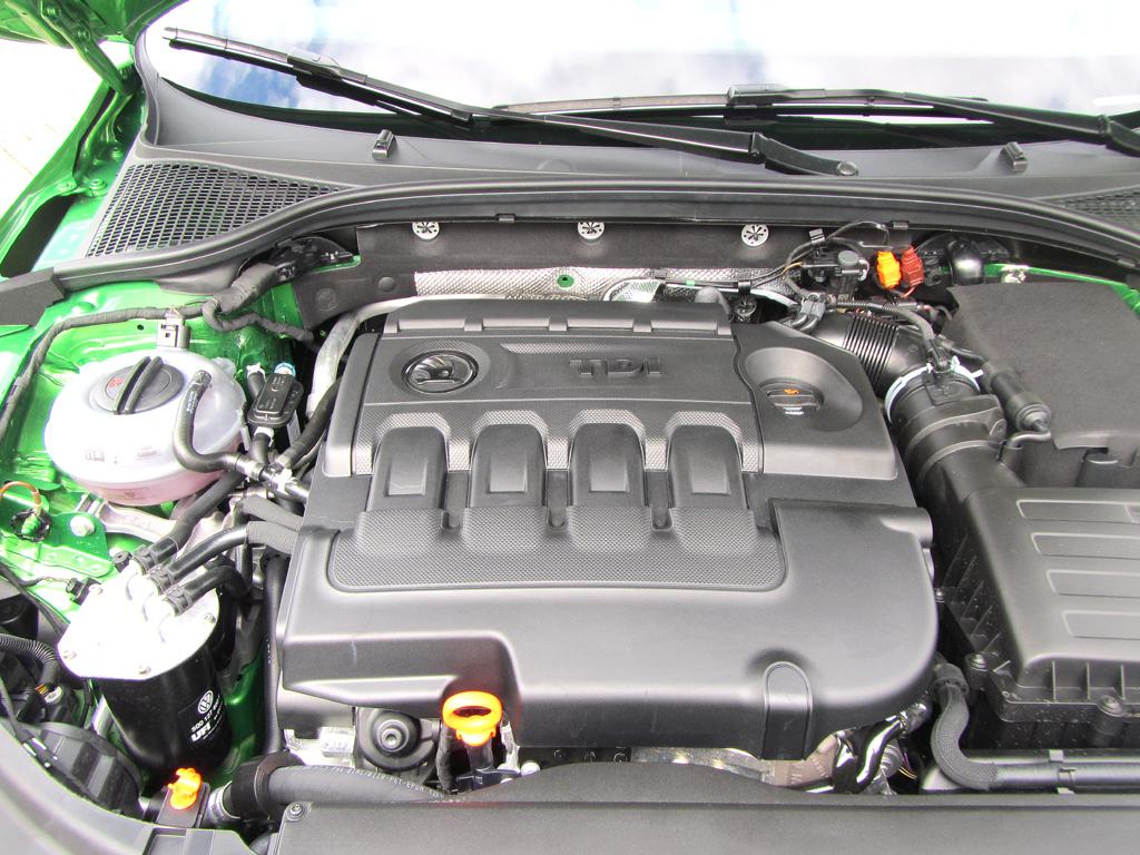 Skoda Octavia RS: Blick unter die Haube, hier beim Diesel.