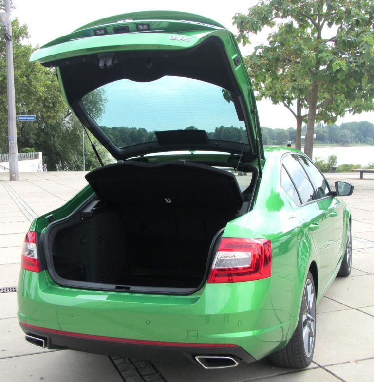 Skoda Octavia RS: Die Limousine fasst 590 bis 1580, der Combi 610 bis 174 Liter Gepäck.
