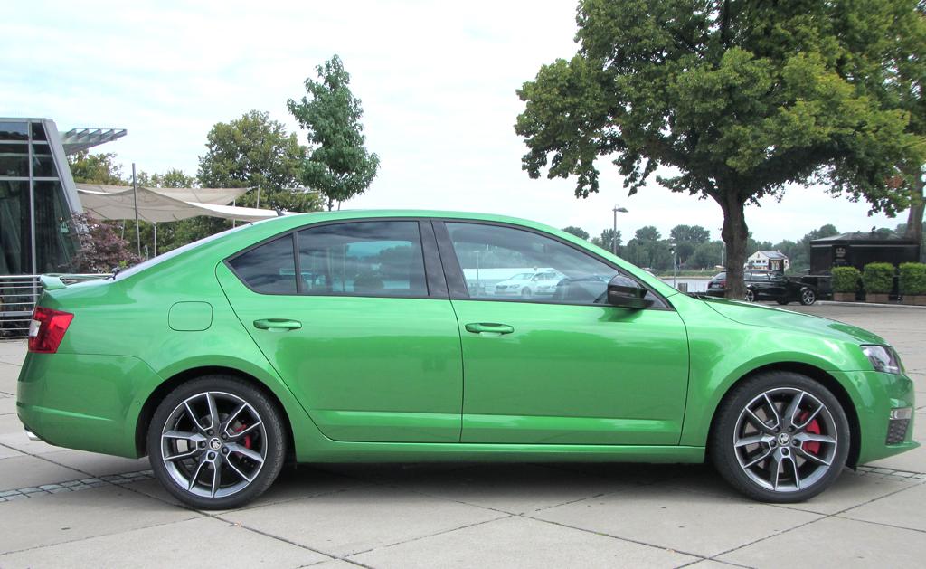 Skoda Octavia RS: So sieht die Limousine von der Seite aus ..