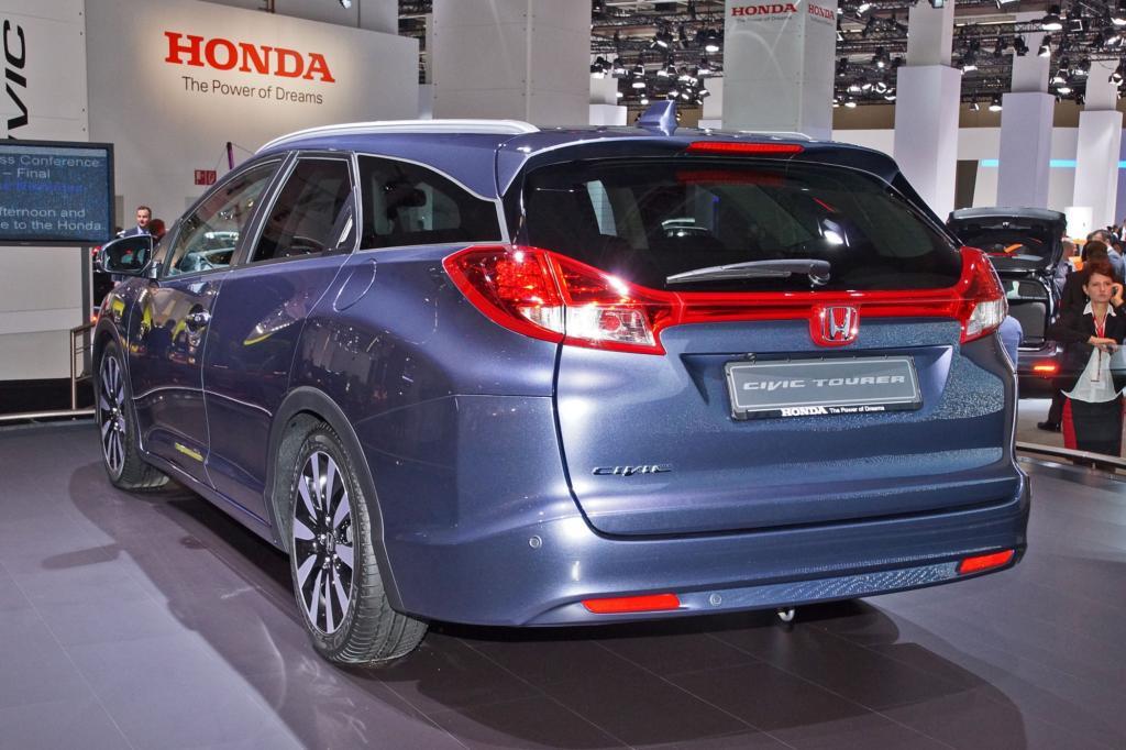 So setzt etwa Honda mit dem Civic Tourer erstmals seit seit mehr als einem Jahrzehnt ist der Honda Civic wieder als Kombi erhältlich.