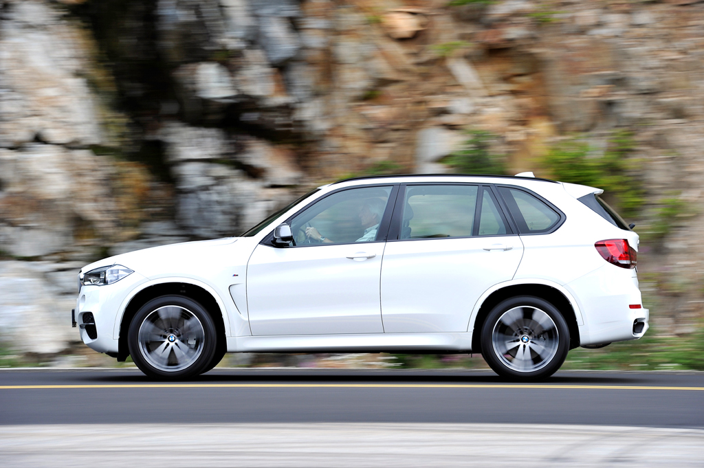 Und so sieht das große BMW-SUV-Modell von der Seite aus.