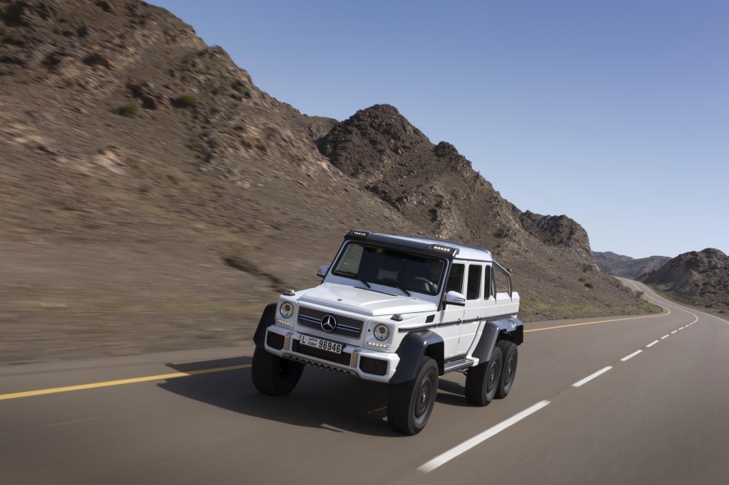 Während die Militärs mit einem eher schmächtigen Diesel Vorlieb nehmen mussten, erhalten die Privatkunden den Biturbo-V8
