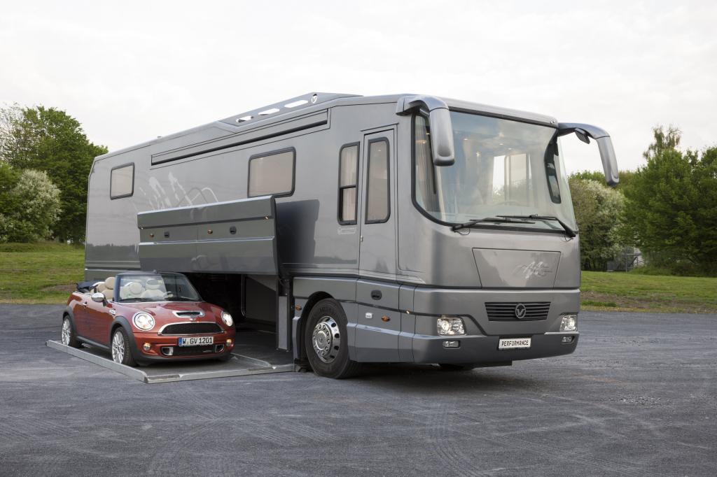 Wer jedoch vor einem Performance II von Volkner oder einem der anderen Luxusmobile neuster Generation steht, sieht Camping plötzlich mit anderen Augen.