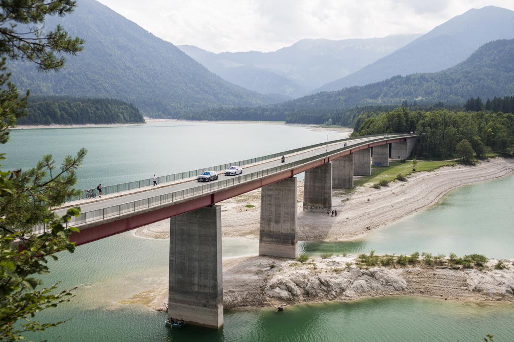 Über mehrere Brücken musst du fahren, gerade auch in den Alpen.