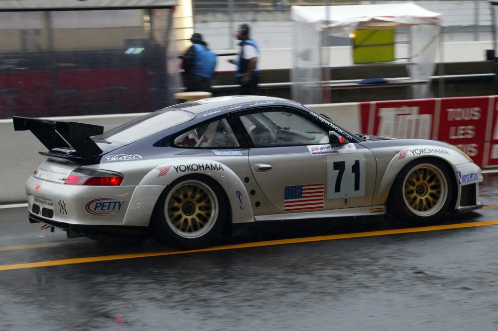 16 Jahre lang fehlte ein Porsche-Werksteam beim wichtigsten Langstreckenrennen der Welt, dem 24-Stunden-Rennen von Le Mans.