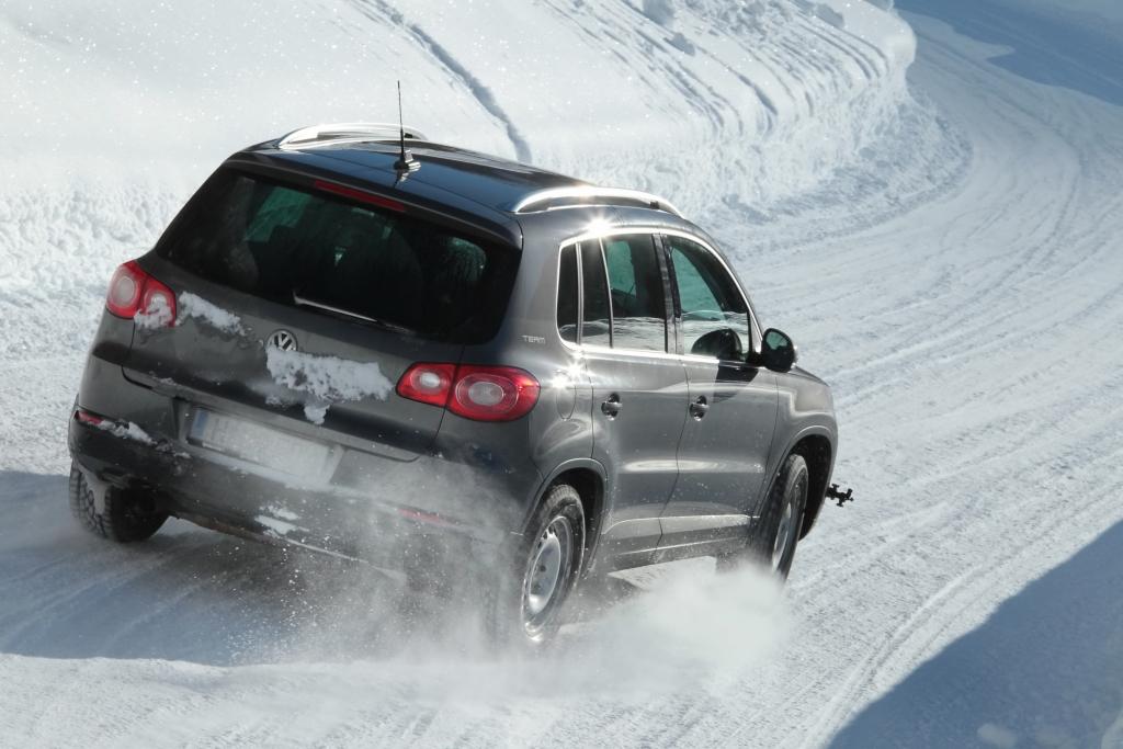 AUTO-MEDIENPORTAL: Winterreifen: Alte Autos brauchen die besten