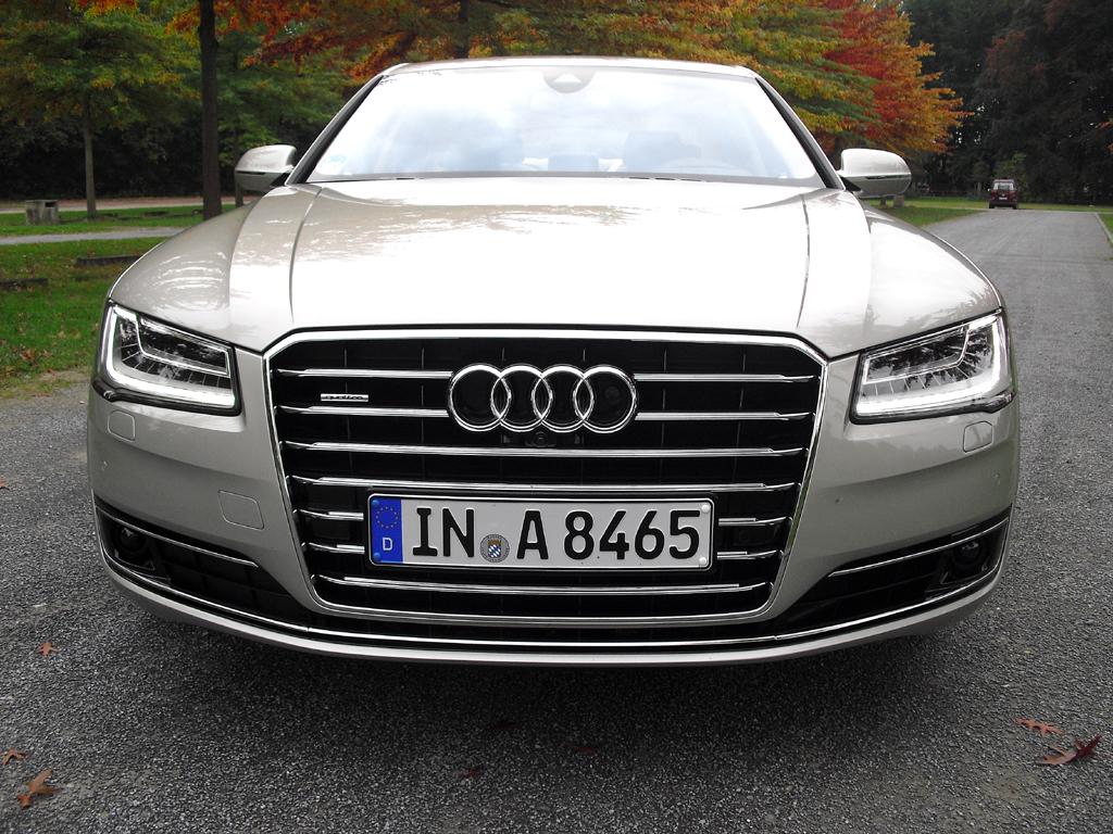 Audi A8: Blick auf die Frontpartie.