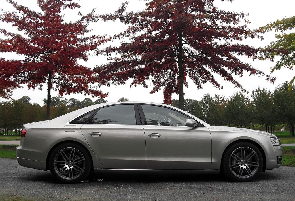 Audi A8: So sieht die Stufenheck-Luxuslimousine von der Seite aus.