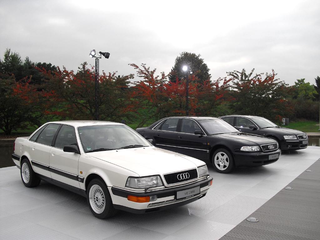 Audi-A8-Vorfahren (von links) aus den Jahren 1988, 1994 und 2002.