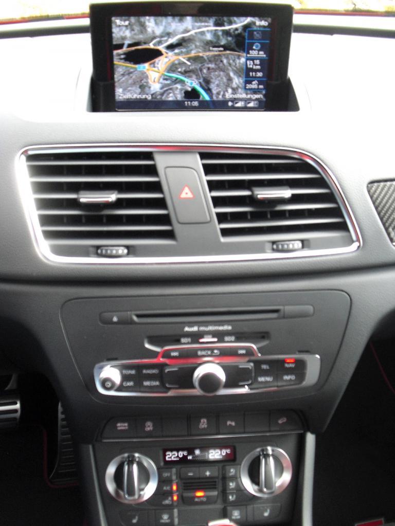 Audi RS Q3: Blick auf den mittleren Armaturenträger.