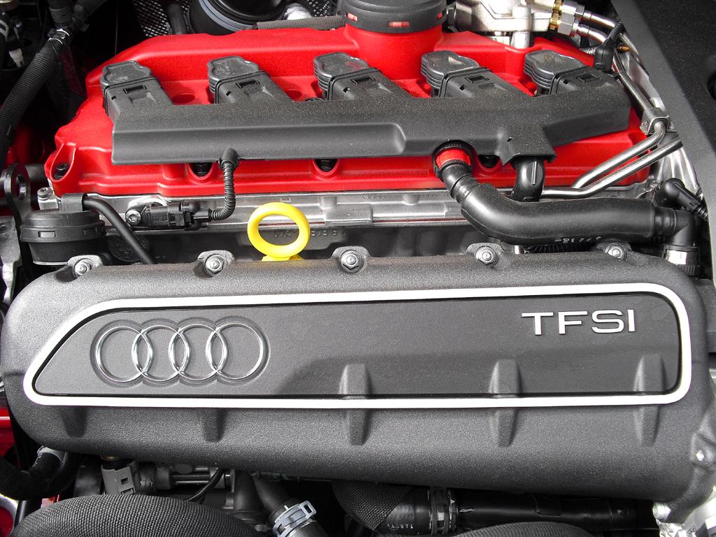 Audi RS Q3: Blick unter die Haube auf den Fünfzylinder-Turbobenziner mit 228/310 kW/PS.
