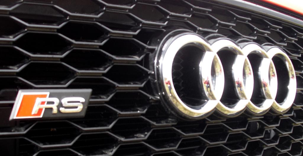 Audi RS Q3: Die vier Markenringe sitzen vorn mittig im Kühlergrill.