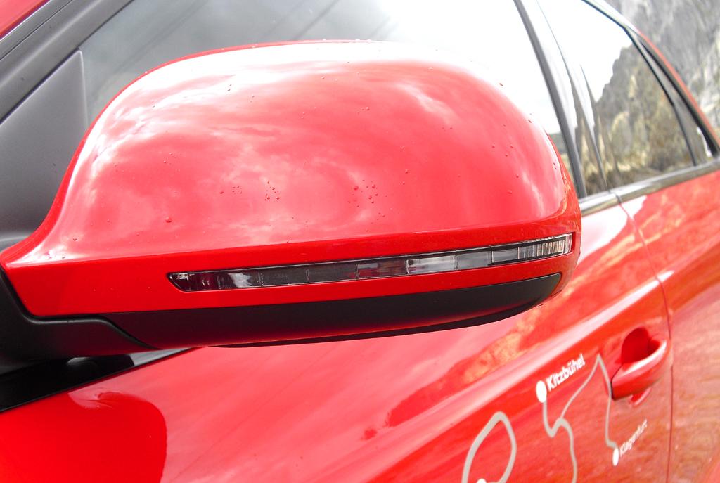 Audi RS Q3: In die Außenspiegel sind schmale Blinkleisten integriert.