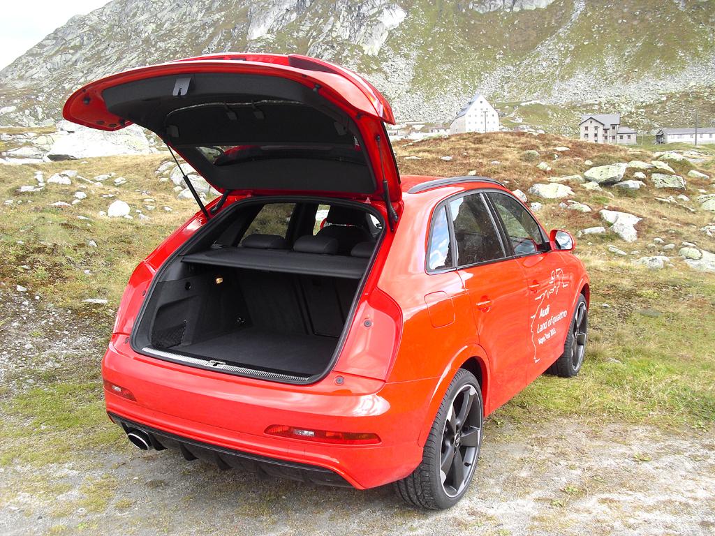 Audi RS Q3: Ins Gepäckabteil passen 356 bis 1261 Liter hinein.