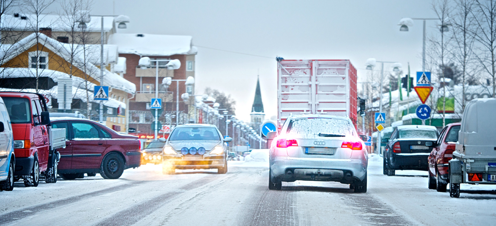 Auf glatten Straßen auch in Ortschaften können brenzlige Situationen entstehen.