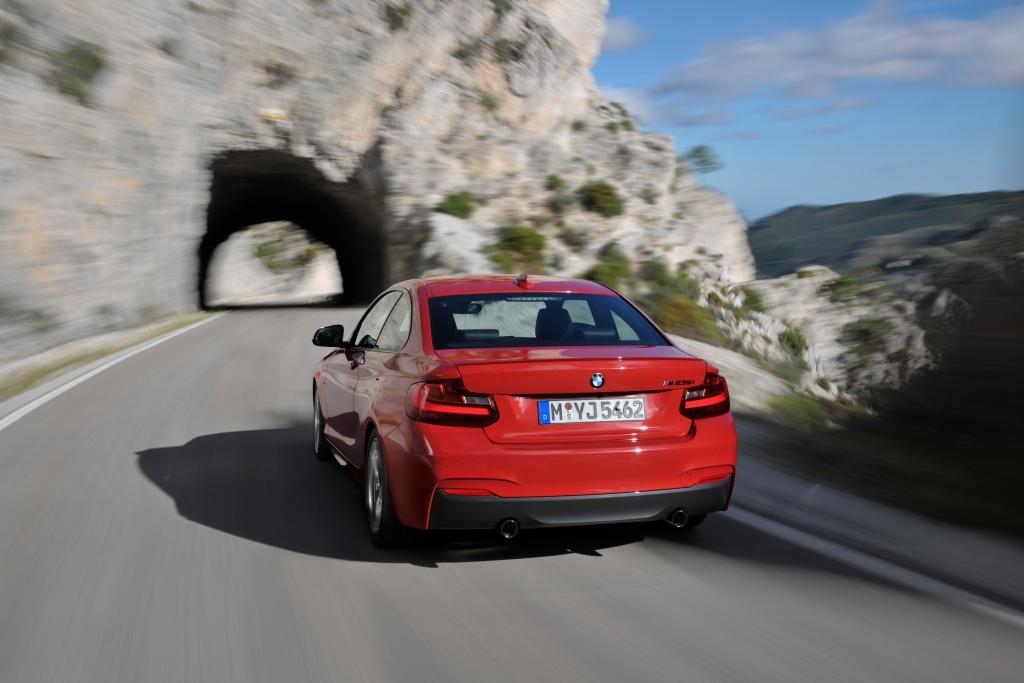 BMW 2er-Coupé: Fliegender Start mit fünf Motoren