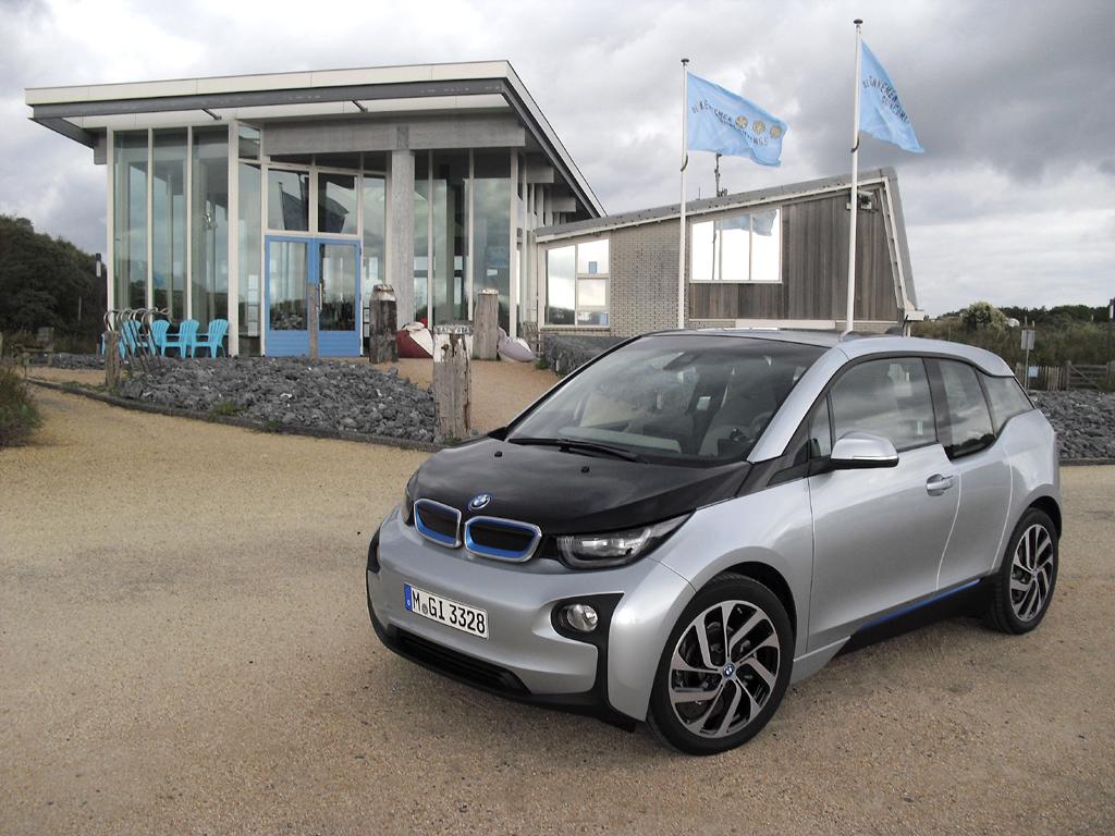BMW i3: Der neue Stromer ist kompakte knapp vier Meter lang und baut höher.