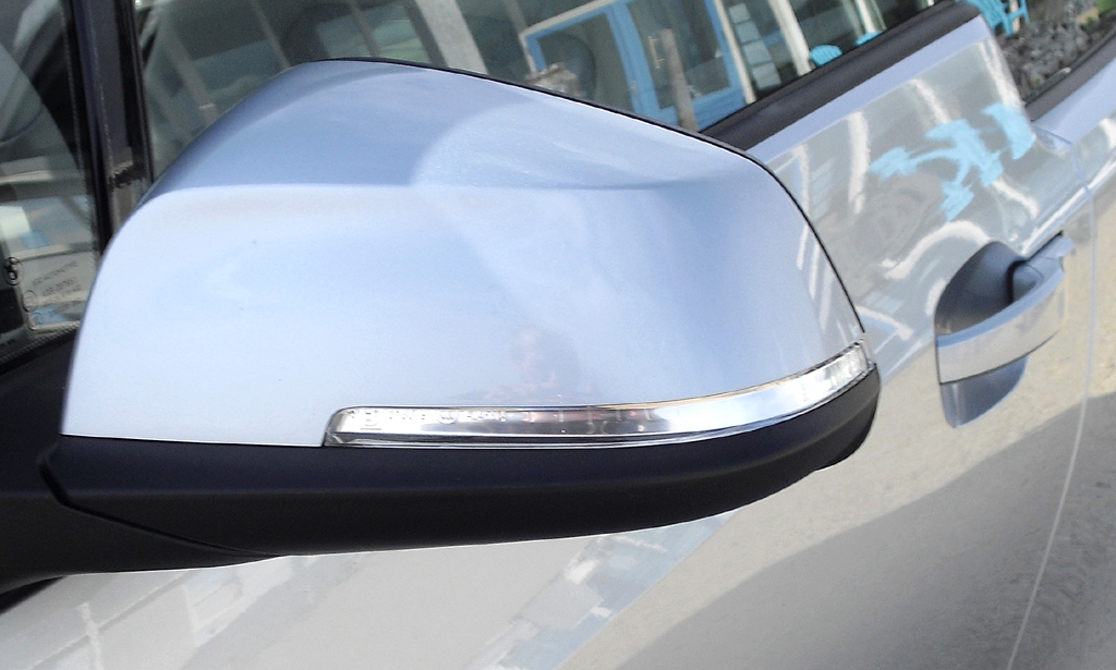 BMW i3: In die Außenspiegel sind schmale Blinkleisten integriert.