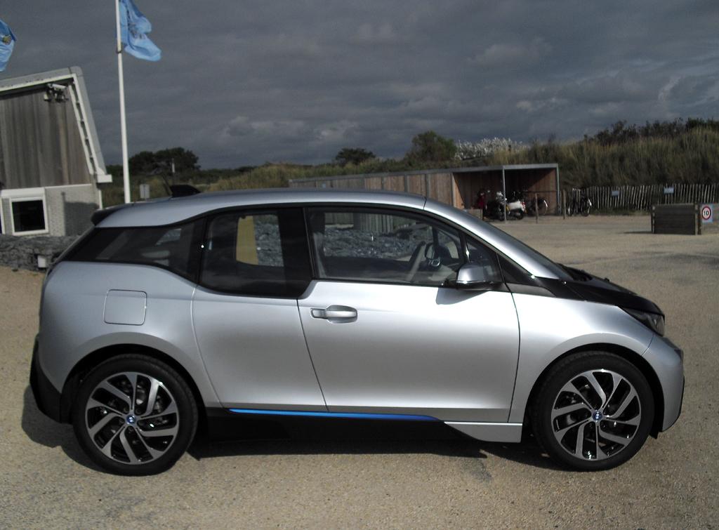 BMW i3: So sieht der fünftürige Viersitzer von der Seite aus.