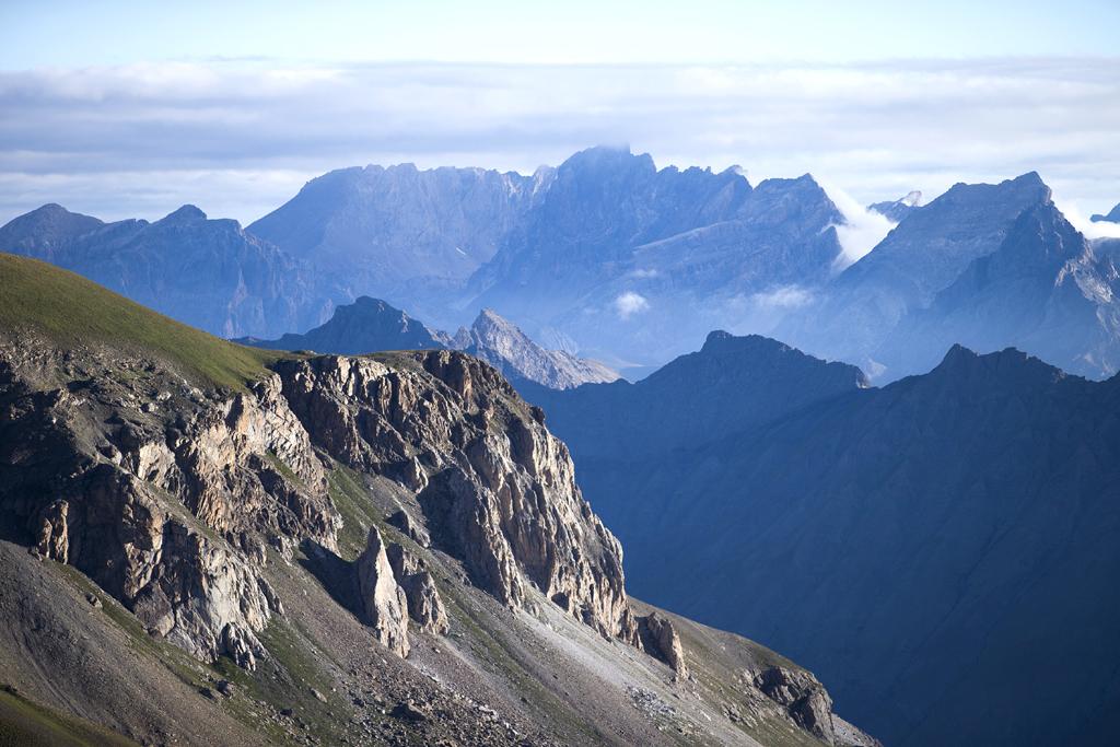 Berge, Berge, Berge: Wer durch die Alpen fährt, wird fast zum Gipfelstürmer.
