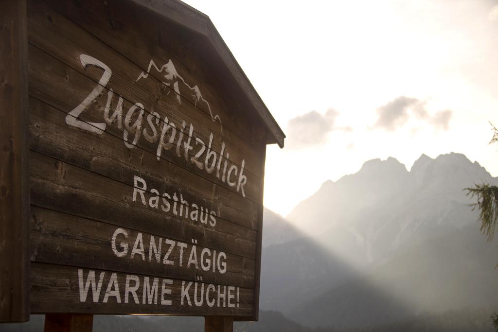 Blick aufs Wettersteinmassiv mit der 2962 Meter hohen Zugspitze.