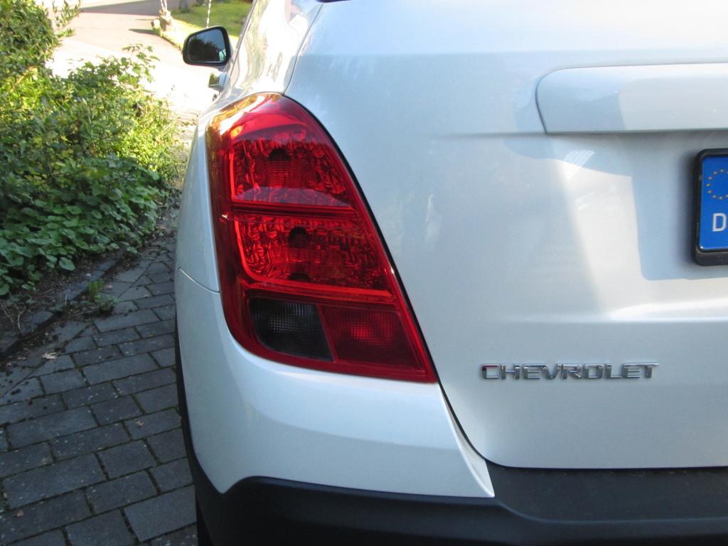 Chevrolet Trax: Großformatige Leuchteinheit hinten mit Markenschriftzug.