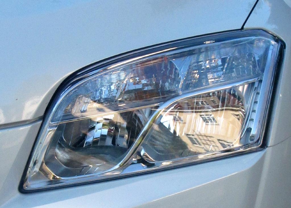 Chevrolet Trax: Querformatige Leuchteinheit vorn.