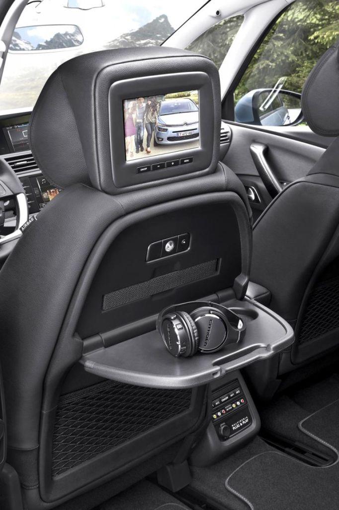 Citroën Grand C4 Picasso: Ein Infotainmentsystem für Passagiere im Fond ist möglich.