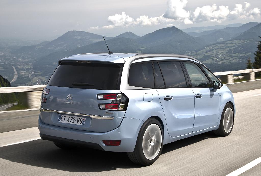 Citroën Grand C4 Picasso: Heck-/Seitenansicht des gestreckten Kompaktvans.