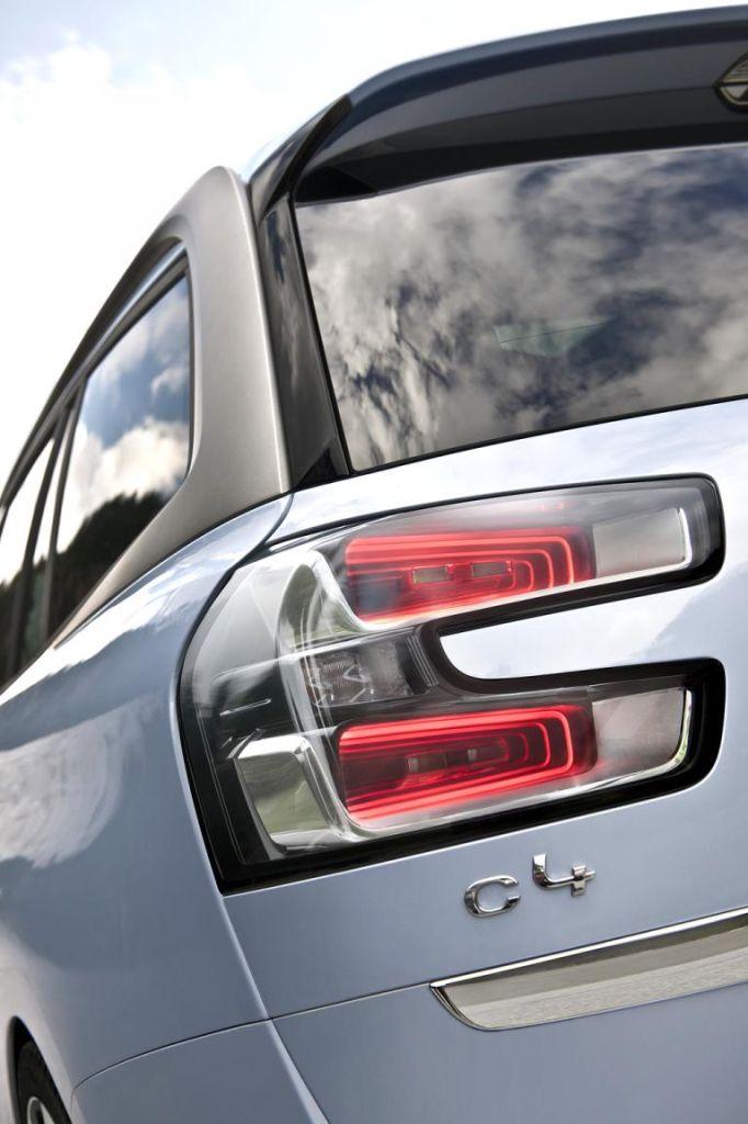 Citroën Grand C4 Picasso: Moderne Leuchteinheit hinten mit Modellschriftzug.