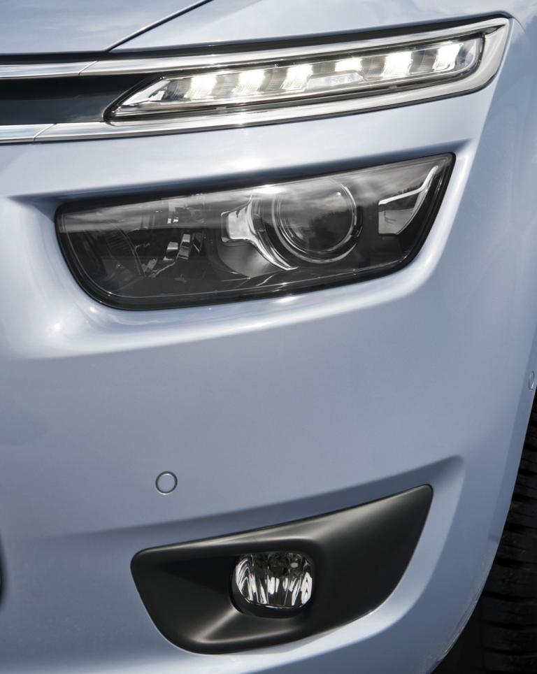 Citroën Grand C4 Picasso: Moderne Leuchteinheit mit LED-Tagfahrlicht vorn.