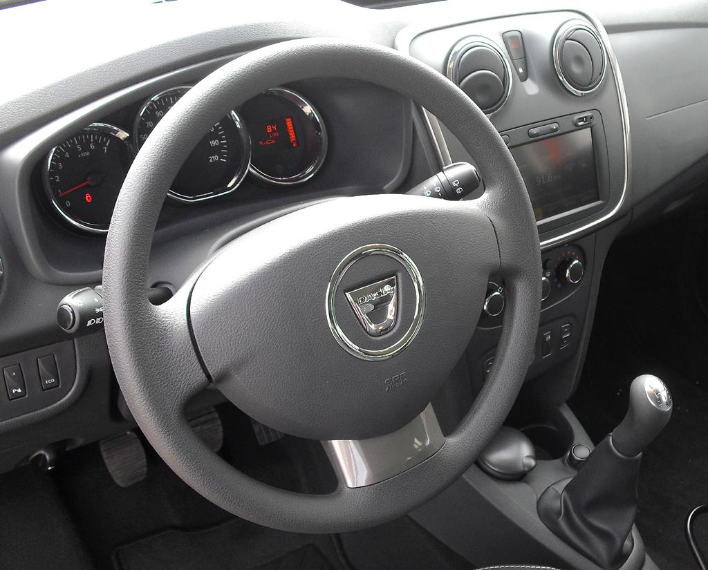 Dacia Logan MCV: Blick ins zwar spartanische, aber funktionelle Cockpit.