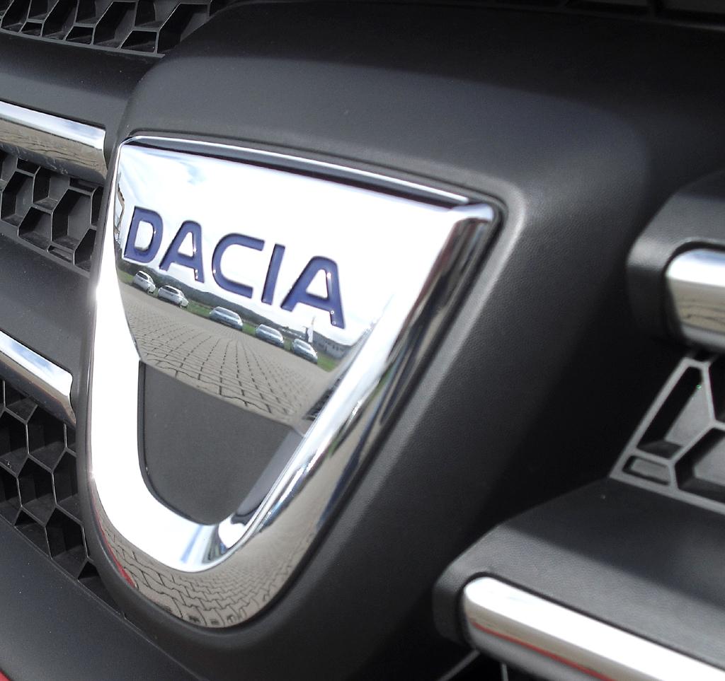 Dacia Logan MCV: Das Markenlogo sitzt vorn mittig im Kühlergrill.