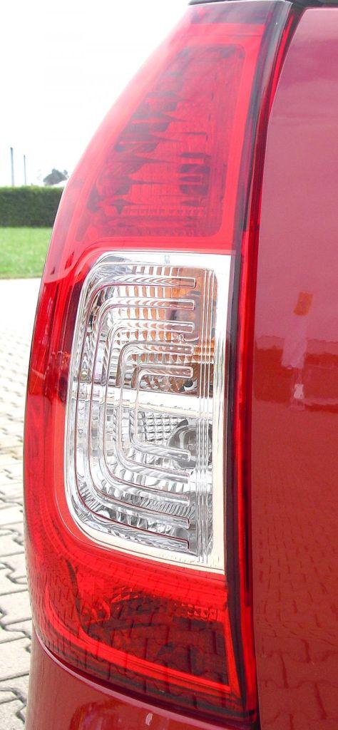 Dacia Logan MCV: Die Leuchteinheiten hinten sind vertikal ausgerichtet.