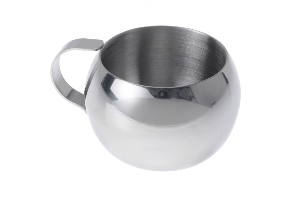 Dank der zweifachen Isolierwand bleibt der Koffeinschub länger heiß und lässt sich stilvoll aus der ebenfalls doppelwandigen Espressotasse (6,50 Euro) genießen