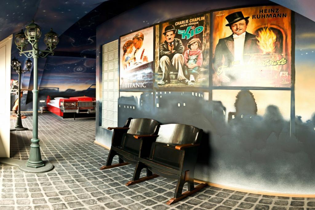 Für originalgetreues Retro-Flair erstrahlt ein Sternenhimmel über dem amerikanischen Luxus-Coupé.