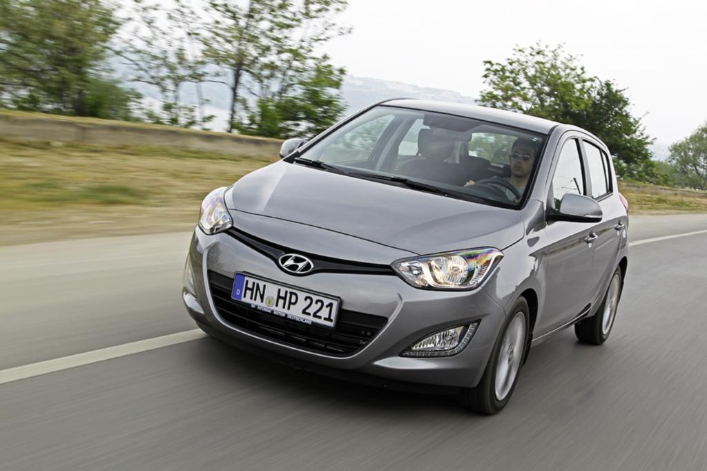 Fast exakt vier Meter misst der Hyundai i20 und stellt damit sozusagen das Idealmaß dar