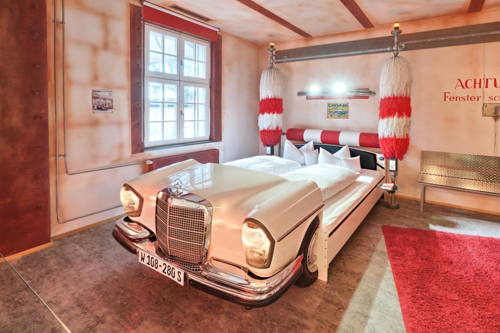 Hotel für Autoliebhaber - Oldtimer zum träumen