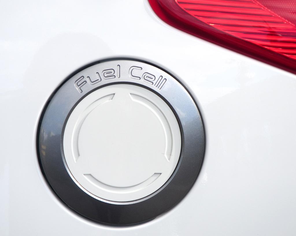 Hyundai ix35 Fuel Cell: Über diese Öffnung wird Wasserstoff nachgefüllt.