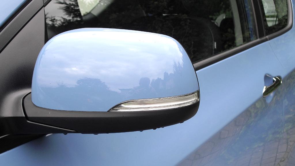 Kia Picanto: In die Außenspiegel sind schmale Blinkblöcke integriert.
